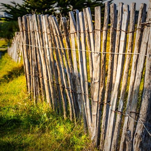 Die typischen Zäune (les palissades) an den Stränden der Bretagne 01